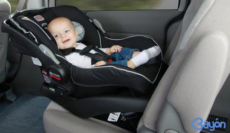 Cómo viajar correctamente en el coche con sillas auto bebé